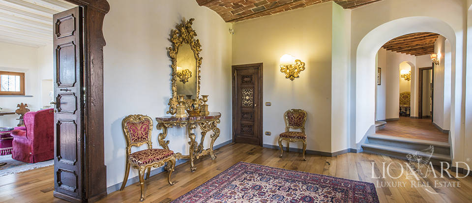 Luxury villa in an exclusive area near Florence Image 47