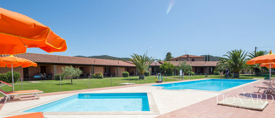 Prestigious agritourism resort with swimming pool for sale in Grosseto Image 9