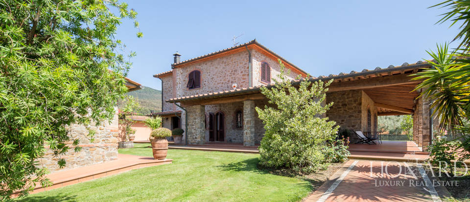 Prestigious agritourism resort with swimming pool for sale in Grosseto Image 3