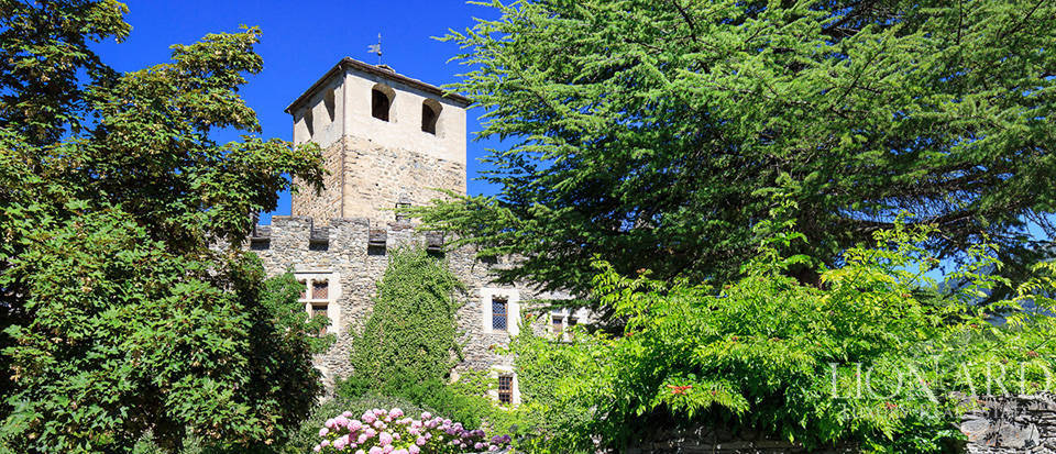 Refined castle for sale in the Aosta Valley Image 4