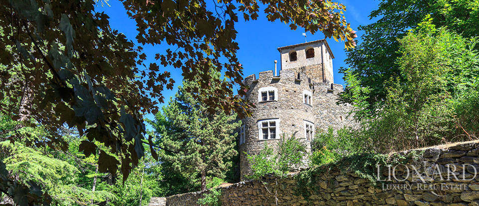 Refined castle for sale in the Aosta Valley Image 6