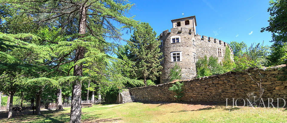 Refined castle for sale in the Aosta Valley Image 8