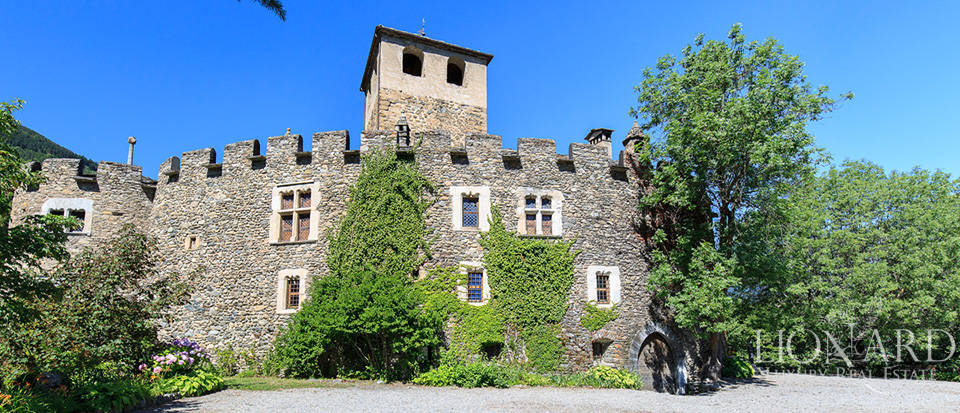 Refined castle for sale in the Aosta Valley Image 11