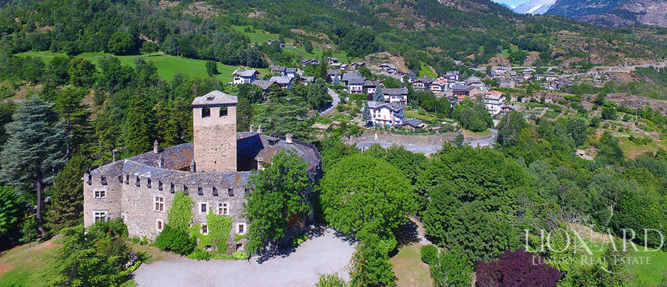 Refined castle for sale in the Aosta Valley Image 61