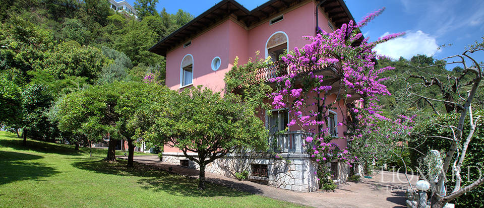 villa with view of Lake Garda Image 2