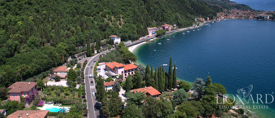 villa with view of Lake Garda Image 32