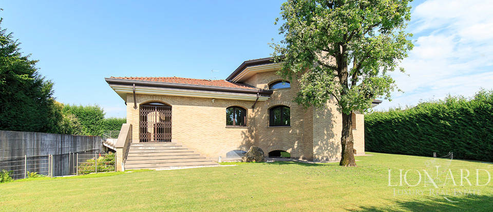 Stunning villa for sale in Monza Image 7