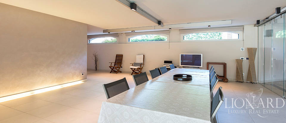 Stunning villa for sale in Monza Image 22