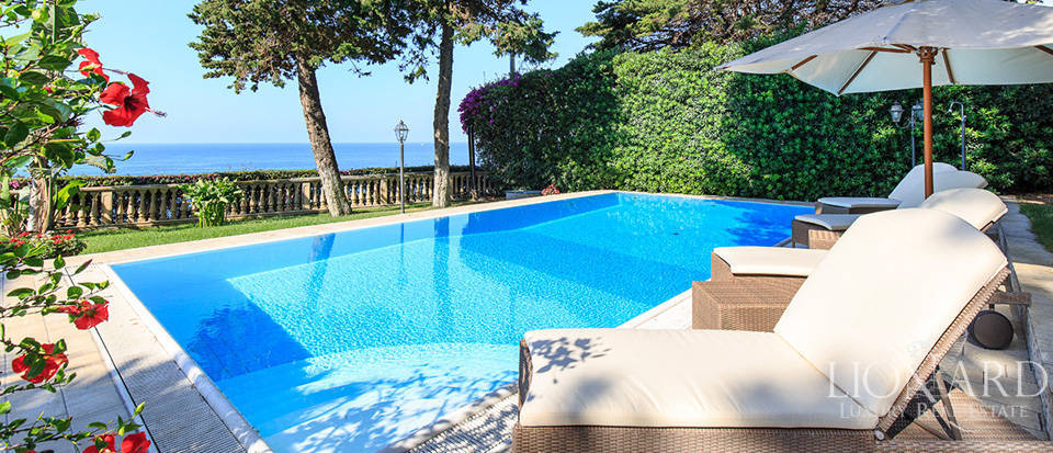 Villa with swimming pool and panoramic view in Sanremo Image 3