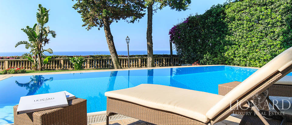 Villa with swimming pool and panoramic view in Sanremo Image 4