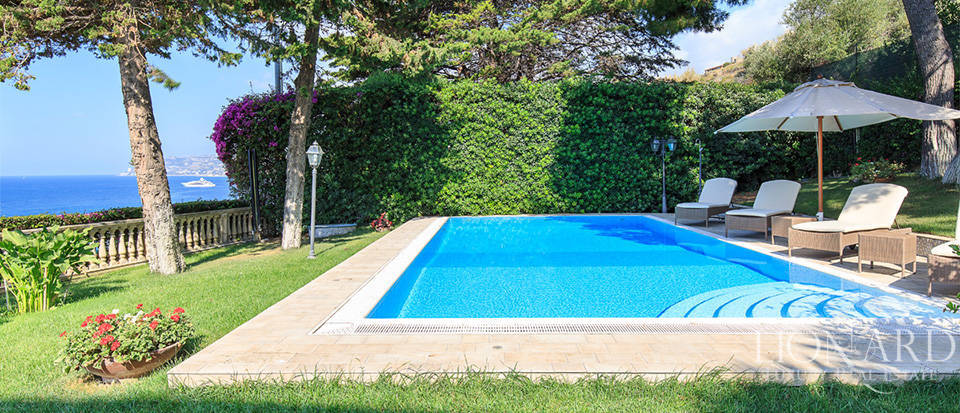 Villa with swimming pool and panoramic view in Sanremo Image 6