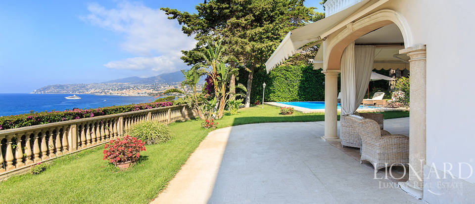 Villa with swimming pool and panoramic view in Sanremo Image 14