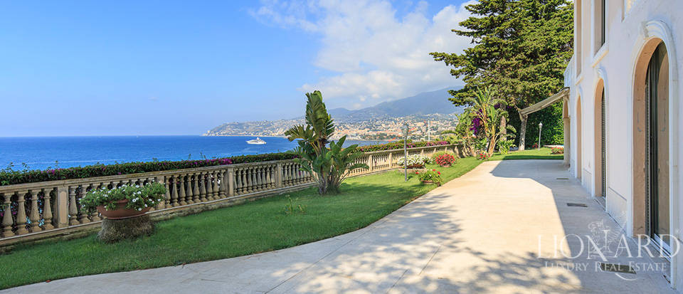 Villa with swimming pool and panoramic view in Sanremo Image 15
