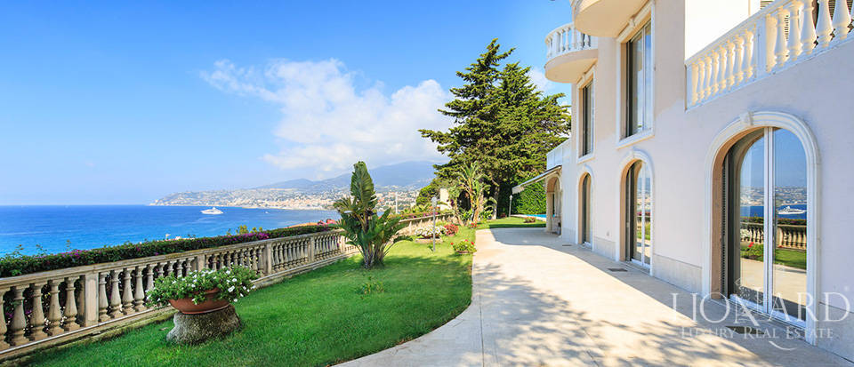 Villa with swimming pool and panoramic view in Sanremo Image 16