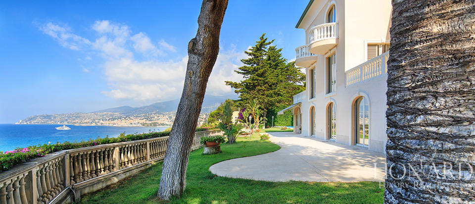 Villa with swimming pool and panoramic view in Sanremo Image 17