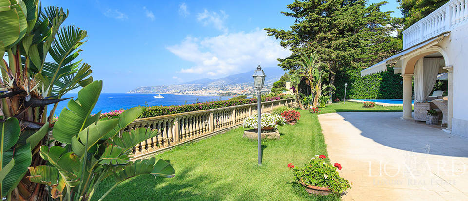 Villa with swimming pool and panoramic view in Sanremo Image 12