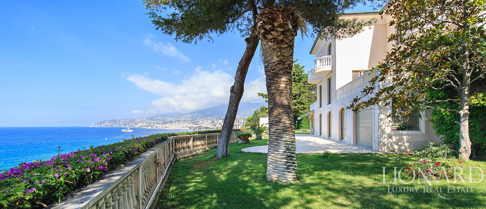 Villa with swimming pool and panoramic view in Sanremo Image 11