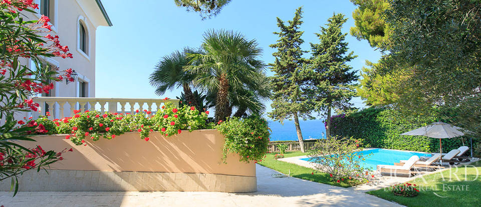 Villa with swimming pool and panoramic view in Sanremo Image 9