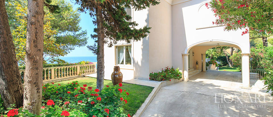 Villa with swimming pool and panoramic view in Sanremo Image 20
