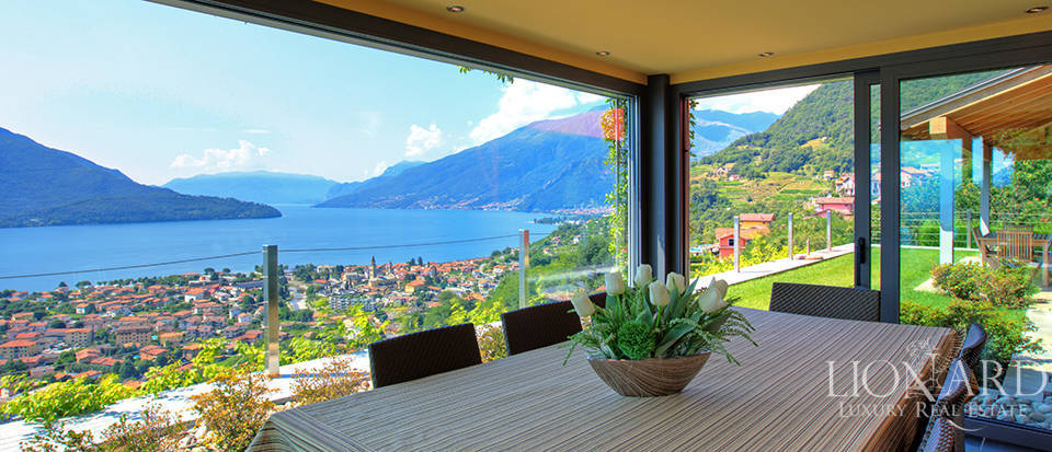 Villa with a stunning view in front of the lake Image 21