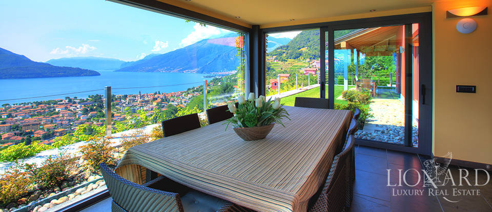 Villa with a stunning view in front of the lake Image 20