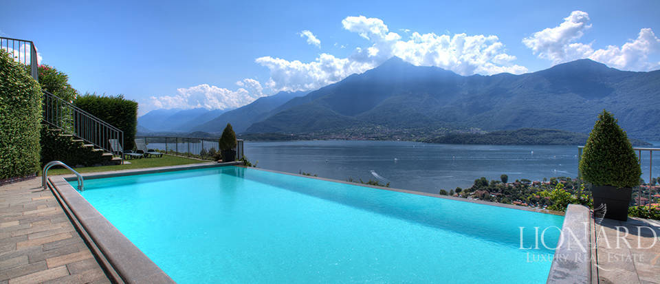 Villa with a stunning view in front of the lake Image 1