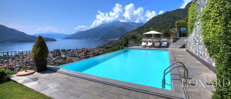 Villa with a stunning view in front of the lake Image 10