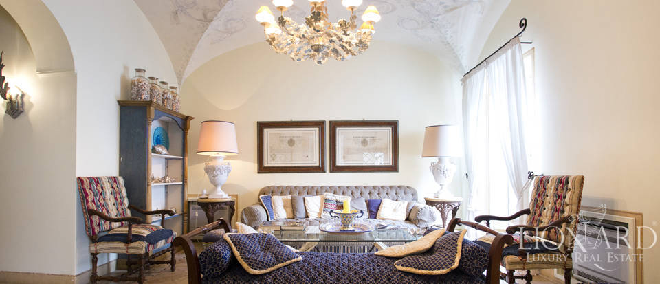 Stunning penthouse for sale in Capri Image 1