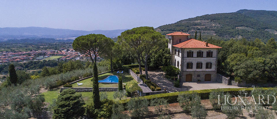 Wonderful luxury estate with a park in Loro Ciuffenna Image 1