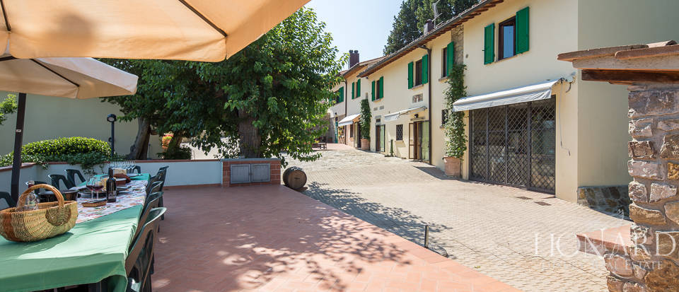 Luxury farmstead a few kilometres from Florence Image 8