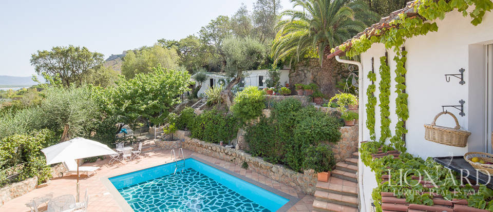 Dream villa with swimming pool for sale on Mount Argentario Image 27