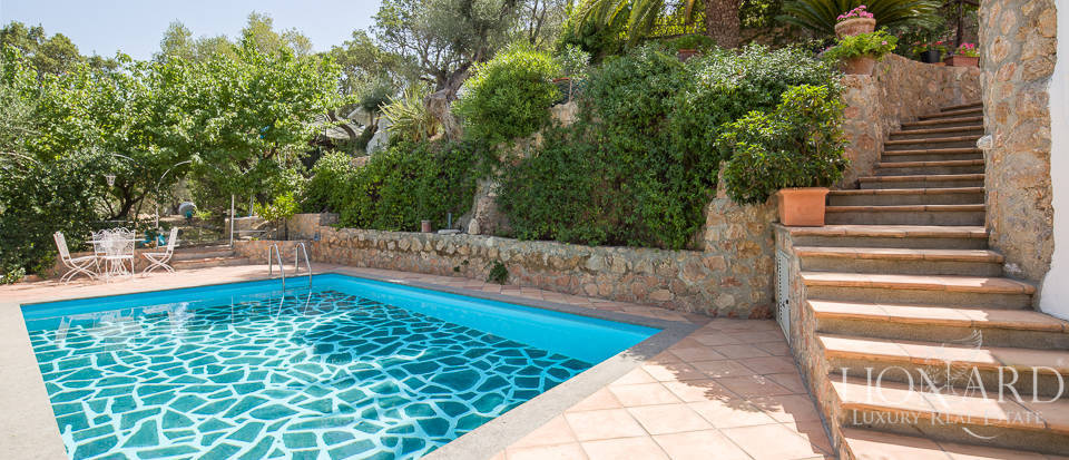 Dream villa with swimming pool for sale on Mount Argentario Image 5