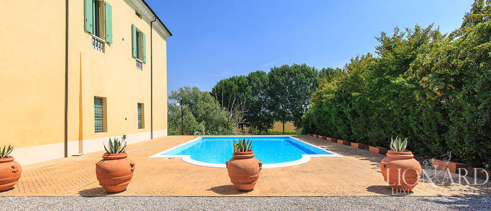 Historical villa for sale in Lombardy Image 8