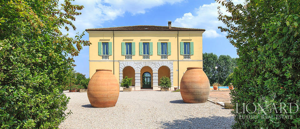Historical villa for sale in Lombardy Image 5