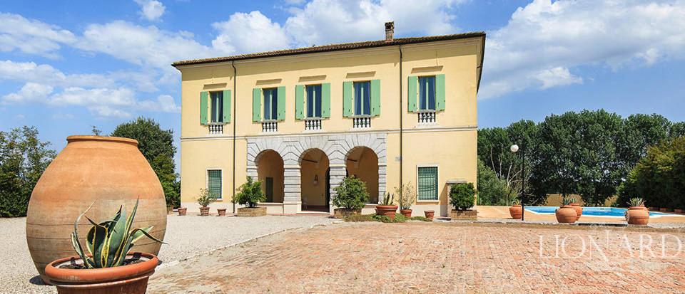 Historical villa for sale in Lombardy Image 40