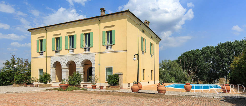 Historical villa for sale in Lombardy Image 3