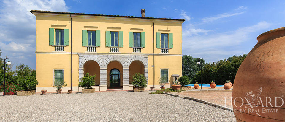 Historical villa for sale in Lombardy Image 4
