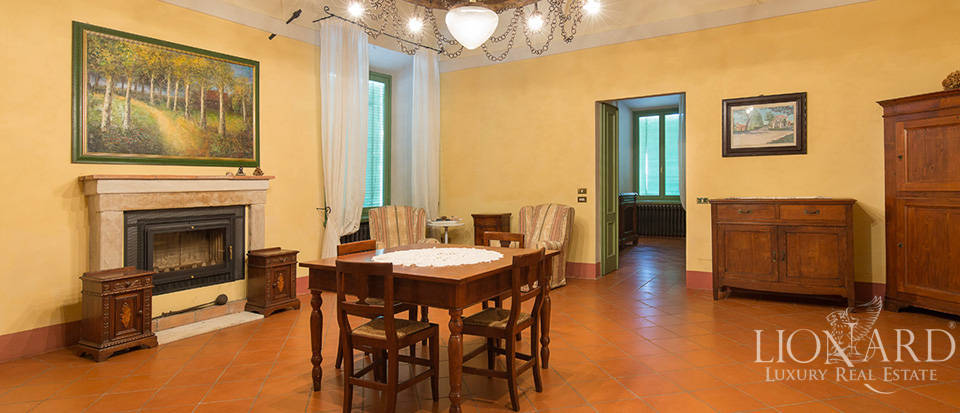 Historical villa for sale in Lombardy Image 31