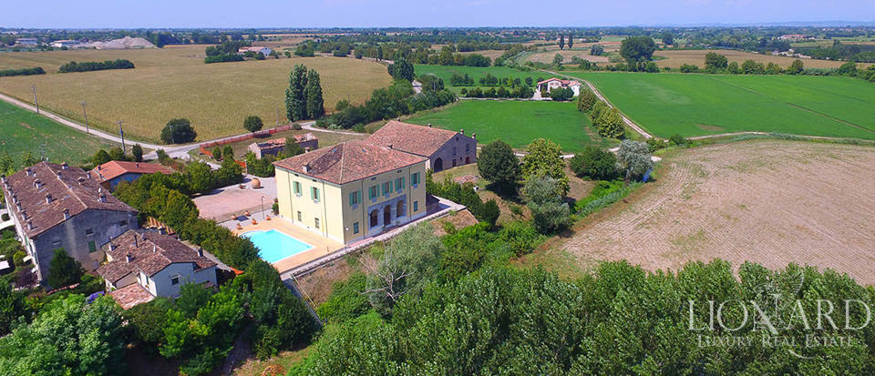 Historical villa for sale in Lombardy Image 41