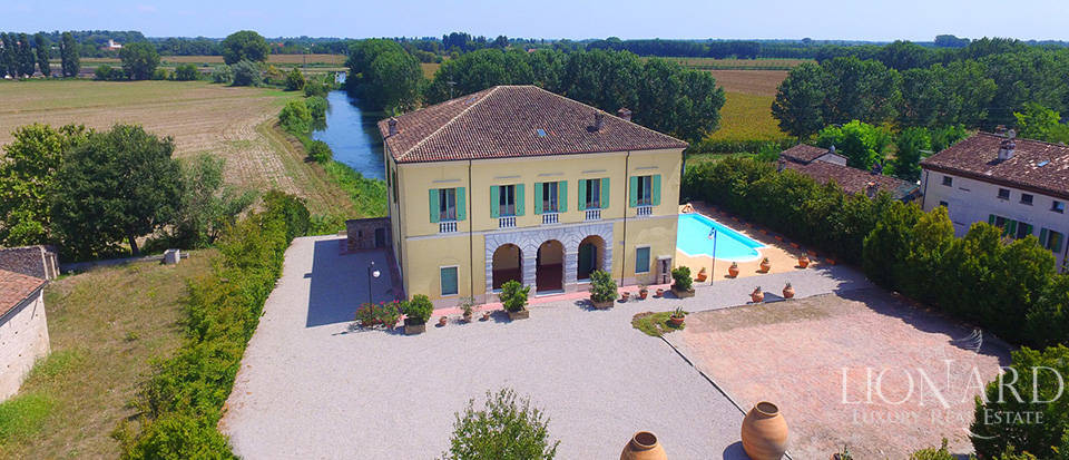 Historical villa for sale in Lombardy Image 44
