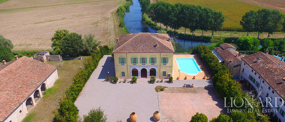 Historical villa for sale in Lombardy Image 45