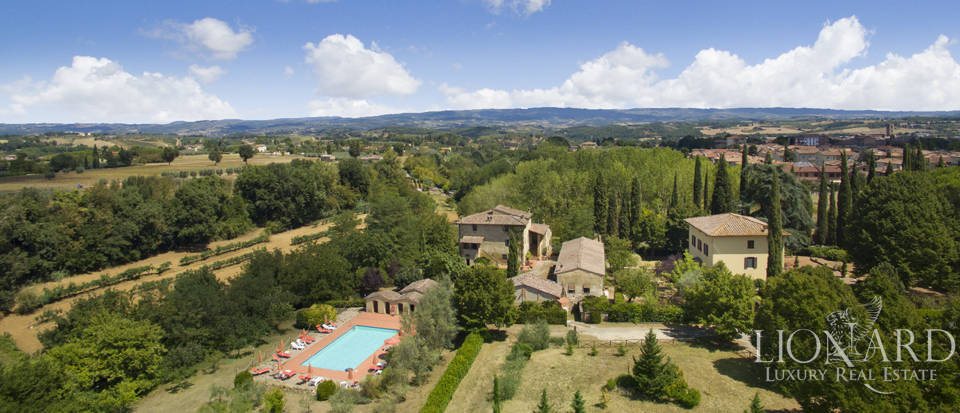 Wonderful agritourism resort for sale in Siena Image 1