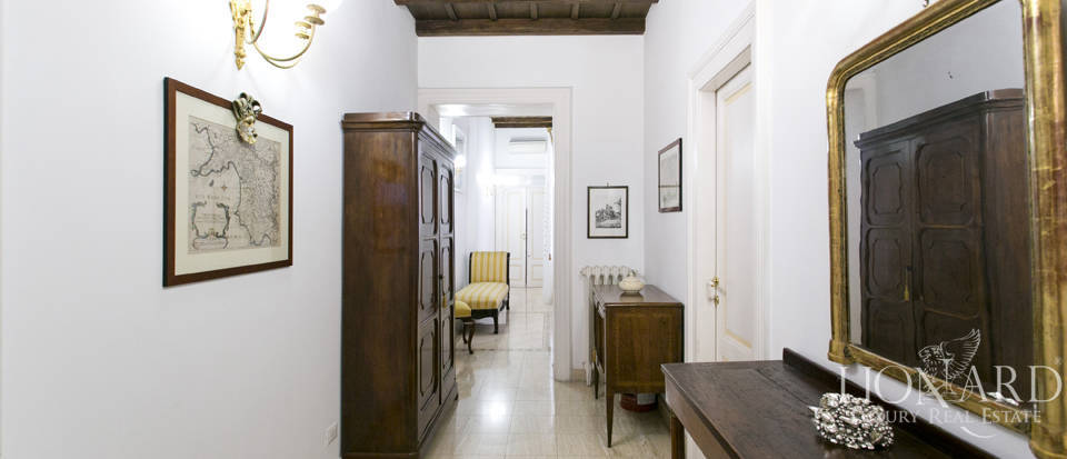 Apartment for sale in the centre of Rome Image 11