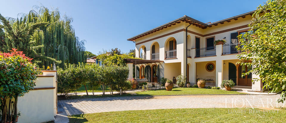 Luxury villa in an exclusive area in Forte dei Marmi Image 1