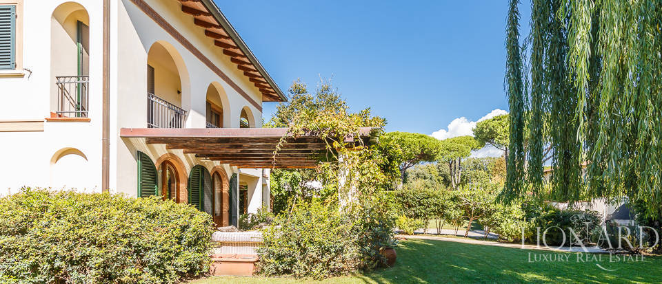 Luxury villa in an exclusive area in Forte dei Marmi Image 10
