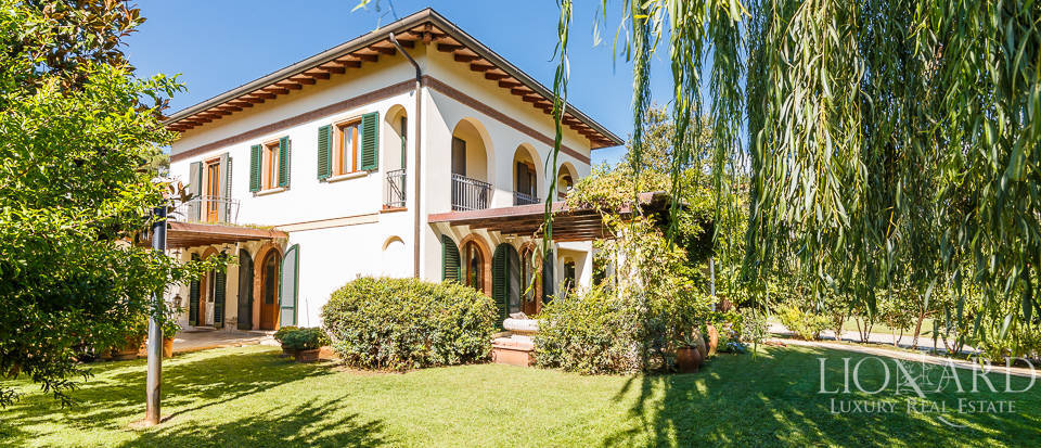 Luxury villa in an exclusive area in Forte dei Marmi Image 11