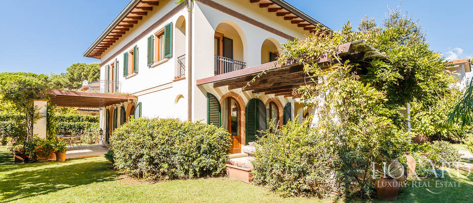 Luxury villa in an exclusive area in Forte dei Marmi Image 13