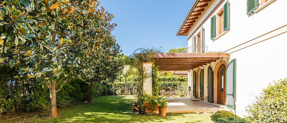 Luxury villa in an exclusive area in Forte dei Marmi Image 14