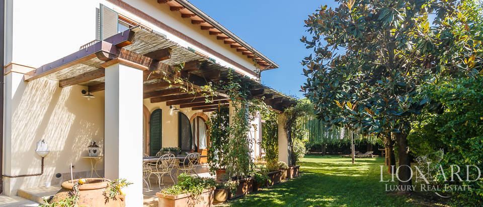 Luxury villa in an exclusive area in Forte dei Marmi Image 17