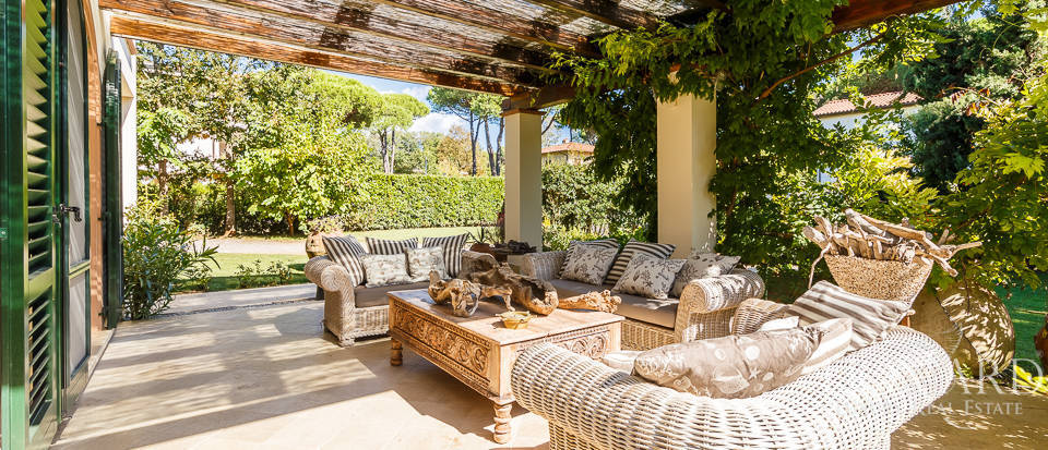 Luxury villa in an exclusive area in Forte dei Marmi Image 22